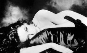 Le fotografie di Francesca Dellera rappresentano oggi una bellezza senza tempo