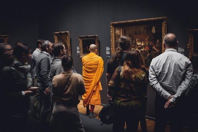 """Rembrandt: l'intelligenza artificiale riporta in vita le parti mancanti dell'opera """"Ronda di notte"""""""